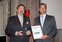 CEO Georg Huber (right) was awarded the prize by Rudolf Fellner