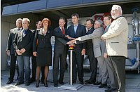 The project managers together with Dr. Söder (sixth from the left) symbolically activated the start button